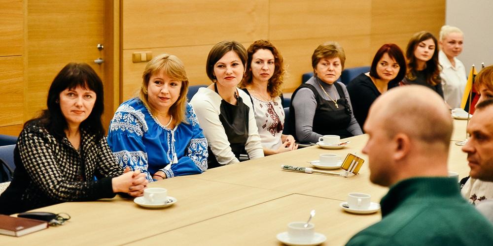 Lietuva tęs paramą Rytų Ukrainos mokykloms 2017 10