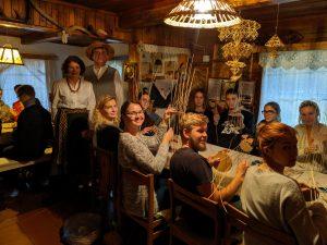 Pintinių sodelyje gaspadoriai Lietuvos studentus iš užsienio sutiko lyg grįžusius į namus.